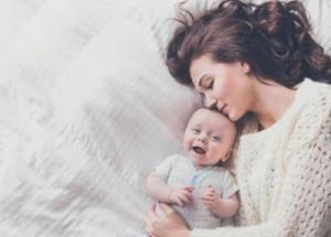 Vaikų psichologė: glaudų ryšį su mama ir silpnesnį su tėčiu turėjęs vaikas naują kūdikį matys kaip konkurentą